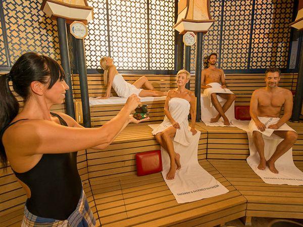 Textilfrei sauna Nudity and